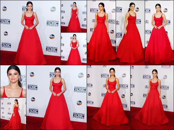 """20.11.16 ─ Selena a foulé le red carpet des American Music Awards 2016 qui se déroulait dans Los Angeles, CA. [/s#00000ize]L'artiste a reçu le prix de l'artiste pop rock féminine préférée. """" Si vous êtes brisés à l'intérieur, vous n'avez pas besoin de le rester """" a déclaré Selena ! [/alig fen]"""