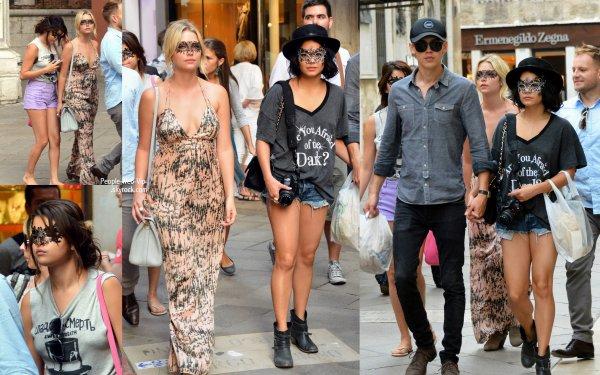 Vanessa Hudgens, Selena Gomez et Ashley Benson se camoufle derrière des élégantes masques comme ils le font un peu de tourisme dans la ville de Venise (mercredi (Septembre 5) à Venise, Italie.)