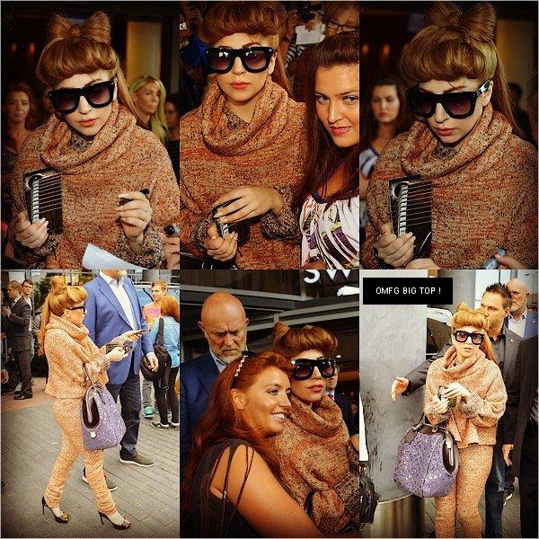 . 25/08/2012 - Lady Gaga plus belle que jamais à la sortie de son hôtel à Tallin en Estonie. TOP ou FLOP ? .