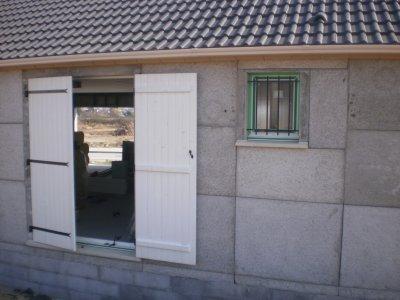 La porte fenetre maison phenix for Fenetre metallique
