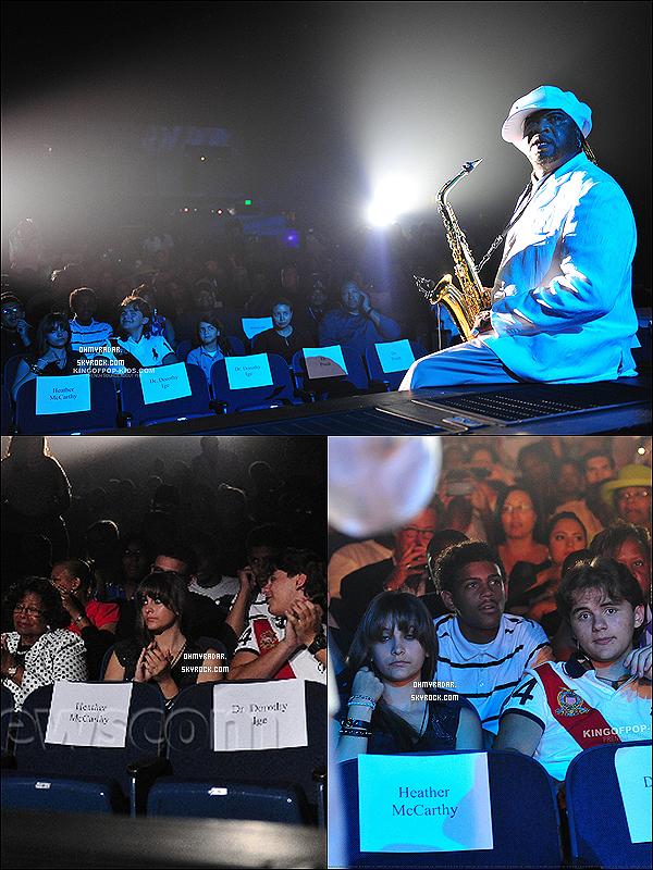 .1er septembre 2012 ~ Paris, Prince et Blanket ont �t� vus au concert pour rendre hommage � Michael Jackson.  Nouvelle photo du shooting de London's Bridge vient de sortir + une vid�o o� Paris chante � I Found A Way � de Drake Bell. .