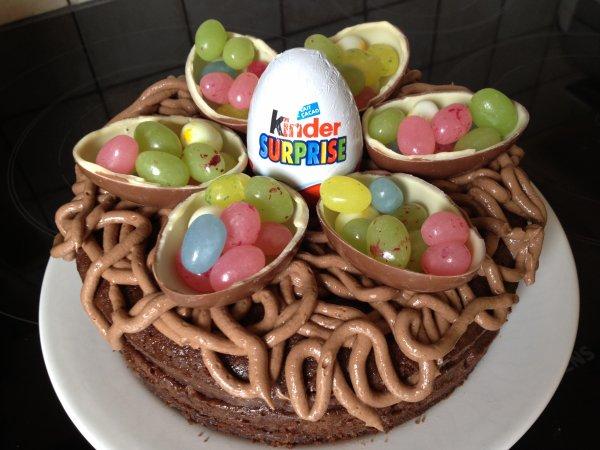 ... enfants, décoré doeufs Kinder et doeufs en bonbons gélifiés