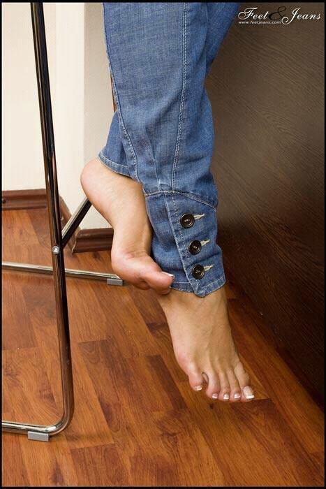 Lcher des pieds fminins - Ftichisme - FORUM sexualit