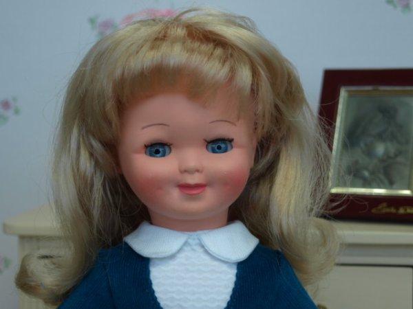 Véronique poupée Femmes d'Aujourd'hui
