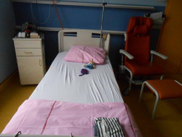 ma chambre d 39 h pital ma vie moi et ma scoliose. Black Bedroom Furniture Sets. Home Design Ideas