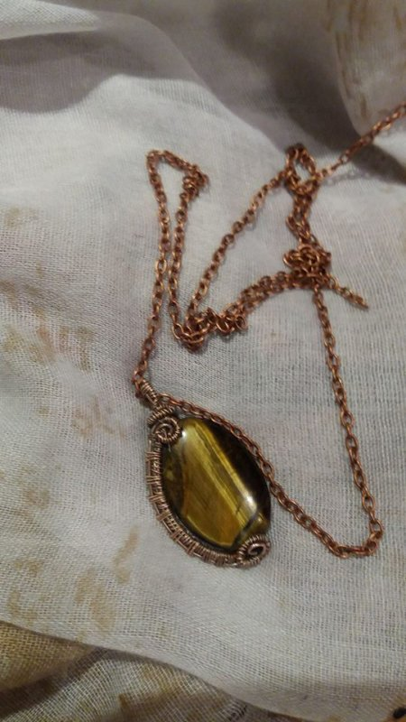 Pendentifs r�alis�s en fils d'argent et fils de cuivre patin� et pierres semi pr�cieuses  chaque mod�le est unique car fait main