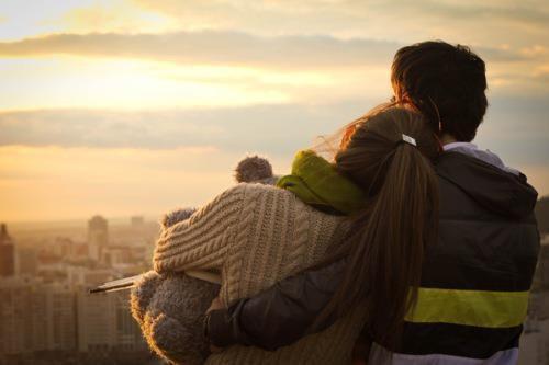 Aimer, ce n'est pas se regarder l'un l'autre.. ..c'est regarder ensemble dans la même direction.