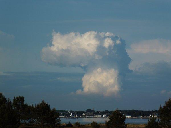 Quand les situations orageuses nous offrent de jolies formes de nuages.