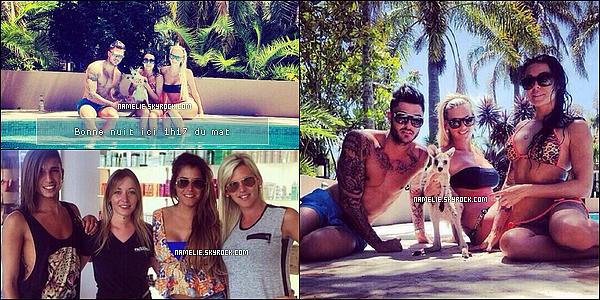 - - 16/03 - Voila deux photos d'Am�lie,�Sydney, Shanna & Thibault au bord de la piscine ! +�Et une photos�d'Am�lie�chez le coiffeur avec Ana�s et Eddy. -