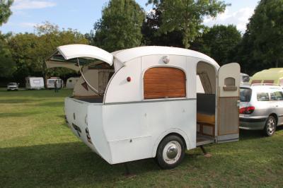 Une Bourreau Sologne Caravane Ancienne De Collection