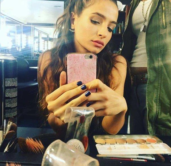 Brenda Asnicar qui joue le rôle de Mercedes pour la série Por Amarte Asi