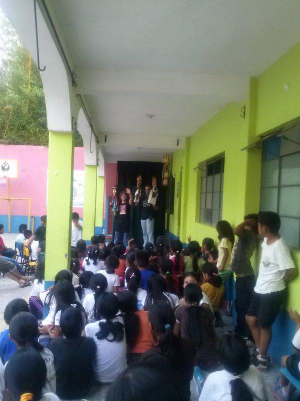 Espectaculo en la Escuela Jucany�