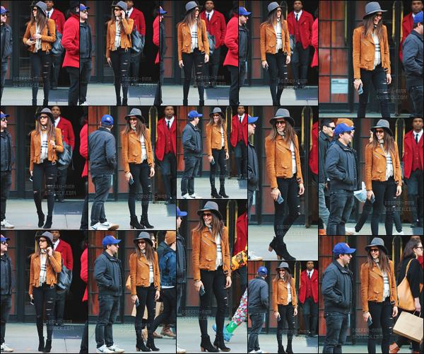 10/04/2016 : Nina Dobrev, souriante, a �t� photographi�e devant son h�tel � The Bowery � dans New York ! Nina allait avec une amie � Brodway pour voir un spectable, vous pouvez voir en dessous les photos r�alis�s apr�s le spectacle. Nina �tait tr�s belle