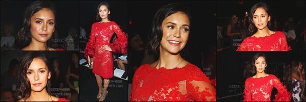 14/09/16: Nina Dobrev �tait pr�sente au d�fli� de la marque � Marchesa � pour la Fashion Week � New York Je trouve Nina vraiment magnifique dans cette robe, le rouge lui va tellement bien. Egalement un top pour la coiffure et le makeup - Tout est r�ussi!
