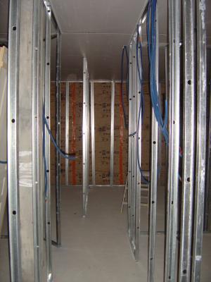 le couloir 90cm de largeur et au fond 2 chambres maison emilie et benjamin. Black Bedroom Furniture Sets. Home Design Ideas