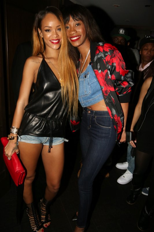 Le 04 Mai 2013:                Rihanna au club « 40/40 » à New York