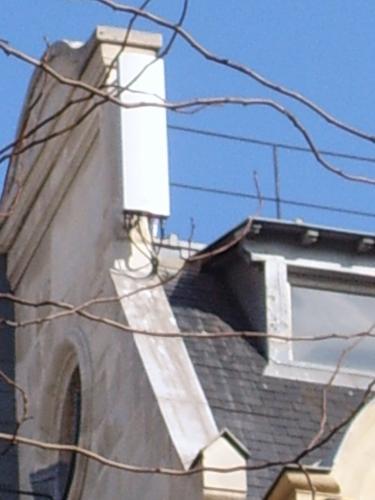 P�tition pour la R�glementation des Installations d'Antennes-Relais de Tel�phonie Mobile en Respect du Principe de Pr�caution!  + ajout article janvier 2011 = Alerte concernant les antennes-relais 3G individuelles dans les bo�tes d'acc�s internet.