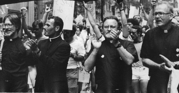 John J. McNeill, le défenseur des couples LGBT dans l'Église