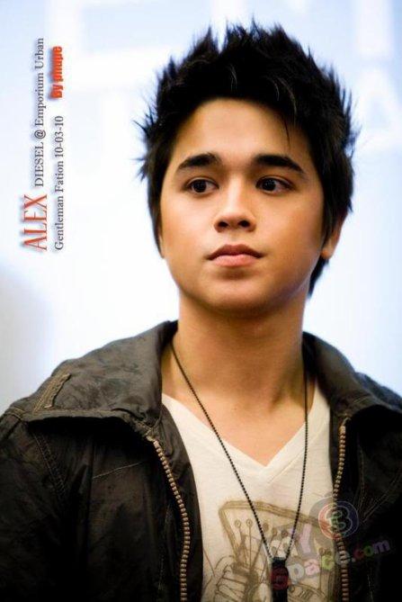 Nom: <b>Alexander Simon</b> Rendell Nom Thai: Nirawit Rendell Surnom: Alex - 3071473317_1_3_Nt4NHCzx