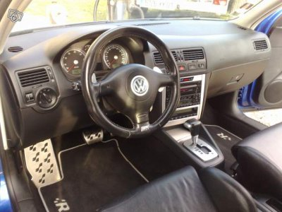 Golf 4 r32 interieur blog de 33sport voiture33 for Interieur golf 3