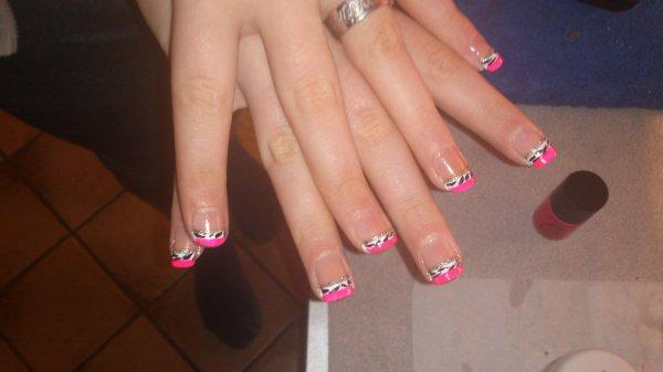 Déco en vernis simple sur les vrais ongles de ma petite soeur