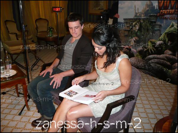 """× """"Le jour où j'ai interviewé Vanessa Hudgens à Paris...""""© Zanessa-h-s-m-2 : Traductions & textes_________________________________________________________________________Twitter Lien si vous prenez © ___________________________________________________________________________________________Facebook"""
