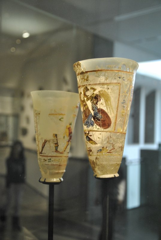 "PARIS   MUSEE  GUIMET    ""  OBJETS   DE  VERRE ""     photo  SM07"
