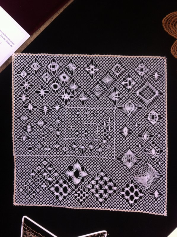 NOUVEAU COURS  : un labyrinthe d'araign�es , une soixantaine � r�aliser