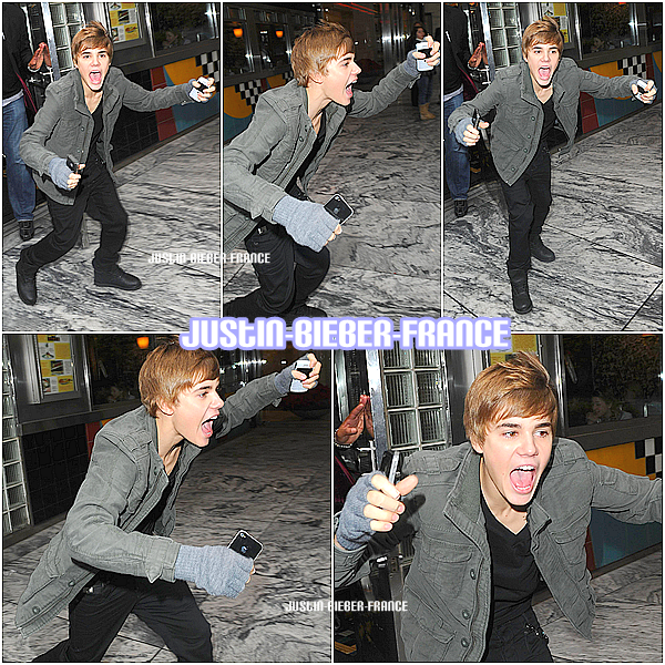 .  25.11.10 - Justin sort du restaurant. / 26.11 - Séance de dédicasse à New York + NEWS. .