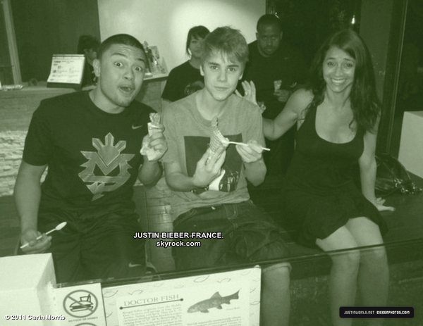 .  08.06 - Justin et Selena à la finale de la NBA.  .