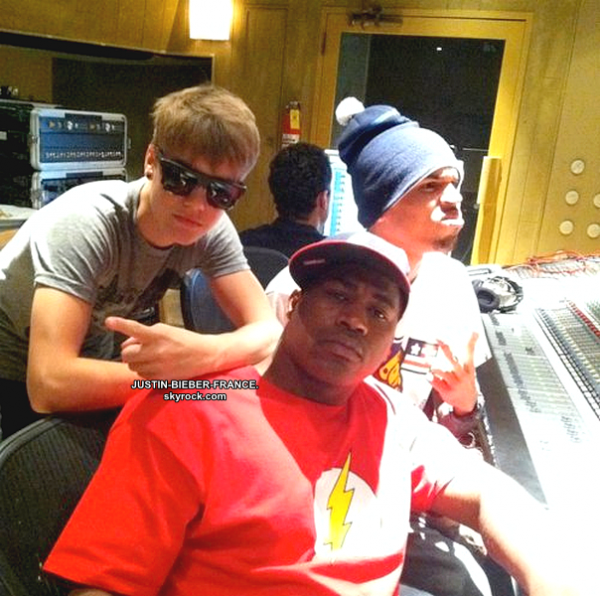 ".  18.07 - Justin en studio + "" Don't text and drive "". ."