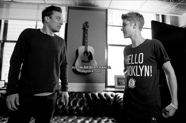 .  31/07 - Candids + Photos avec fans. + Vote pour Justin au Video Music Awards!  .