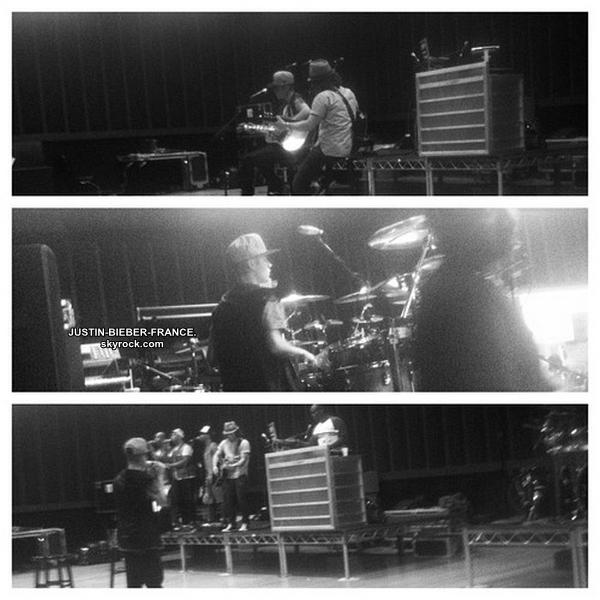 .  14.15/08. Candids à Los Angeles + Magazine Vibe + Répétions Believe Tour. .