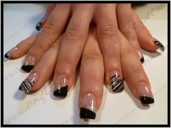 Ongles en gel *Black, Silvery Glitter And White*