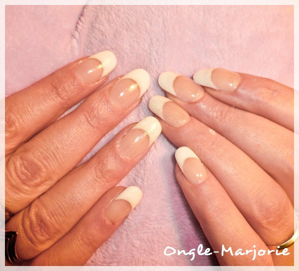 Ongles en gel arrondis * French white and glitter *