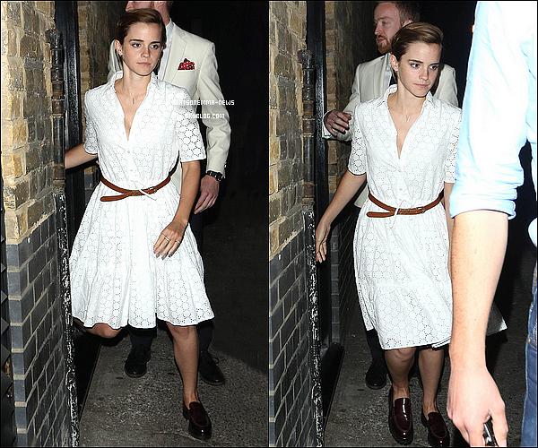 . 9 juin : Emma a �t� photographi�e en sortant d'une soir�e au restaurant avec certains de ses amis ! J'aime beaucoup sa jolie robe blanche, c'est un top pour ma part ! Sa coupe de cheveux est toute mignonne, pas vrai ?  .