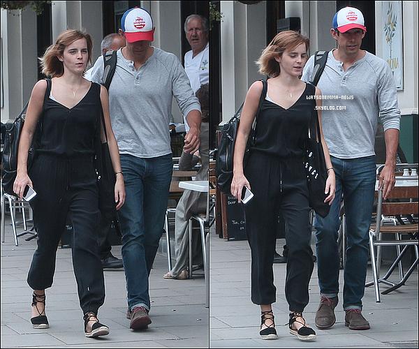 . 10 juillet : Emma a �t� vue dans les rues de Londres en compagnie de son petit ami, Mack ! Ils �taient en tenues d�contract�s ! J'aime bien les voir ensemble, m�me si nous n'avons toujours pas d'annonce officielle de leur relation.  .