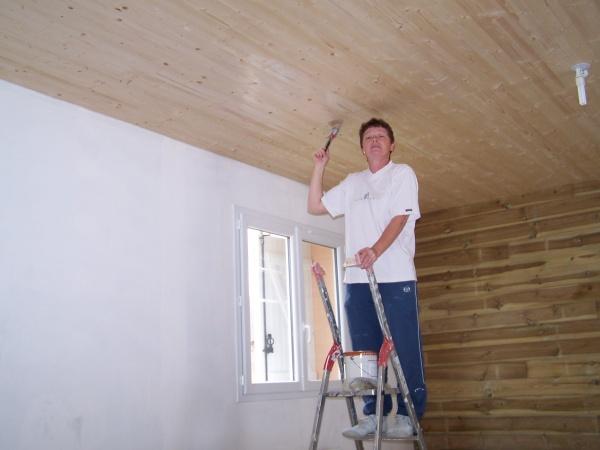 Ma maman qui lasure notre lambris au plafond blog de for Lambris au plafond