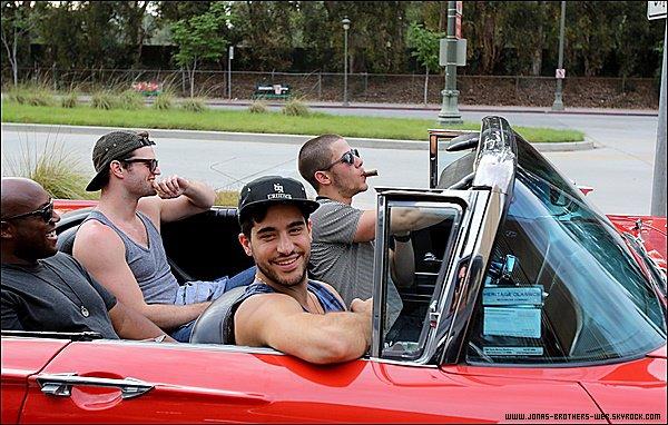Le 28 Juin 2015   Nick et ses amis en voiture dans Venice Beach � Santa Monica.