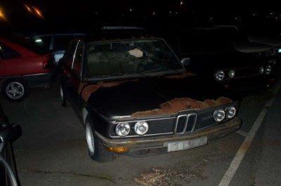 voila la BMW ou MESRINE  a était assassiné par le comissaire brousard