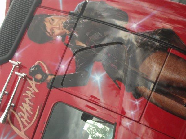 expos de camion au 24h du mans part 4 (spécial Rihanna)