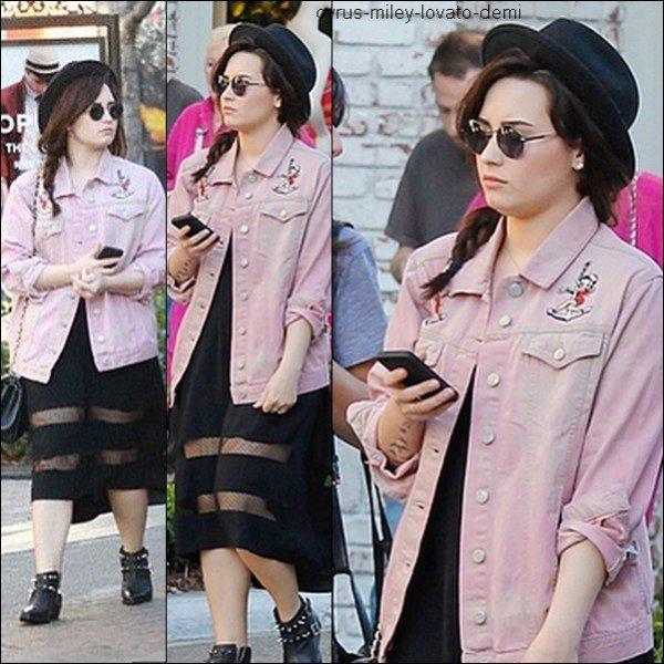 Le 11 mars , Demi a �t� vue pr�s du centre commercial The Grove.