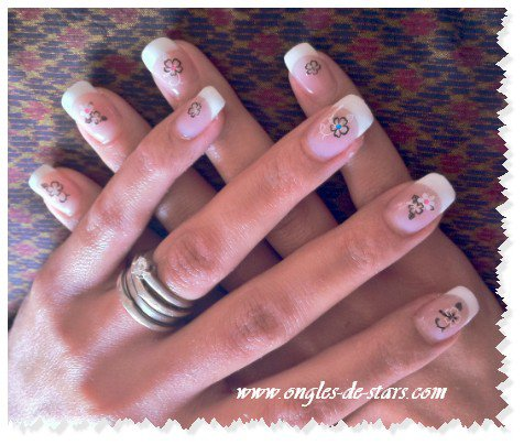 Pose de gel, Faux ongles, French avec dessins autocollant