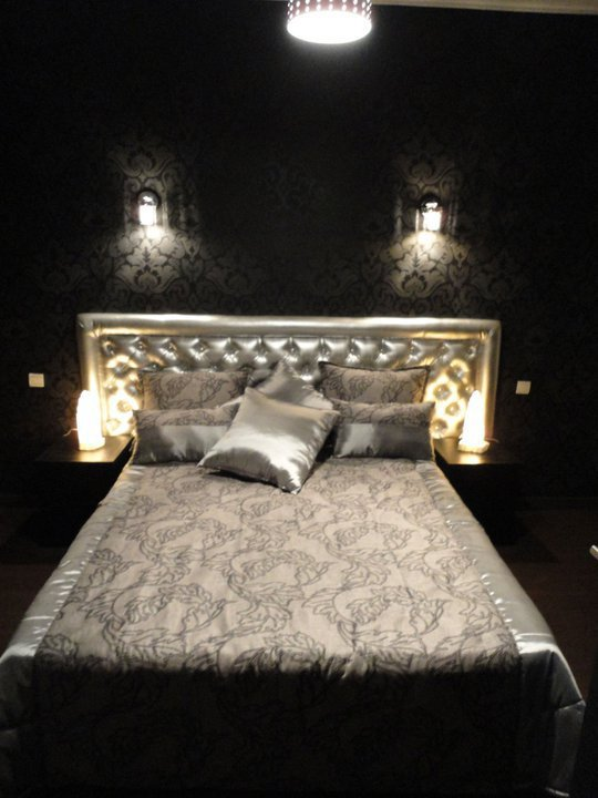 t te de lit en semi cuir salons marocains 2013 2014. Black Bedroom Furniture Sets. Home Design Ideas