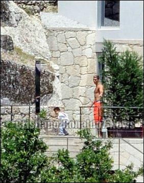 Cristiano Ronaldo - Irina Shayk & sa famille � Ger�s [Portugal, 21/06/13]