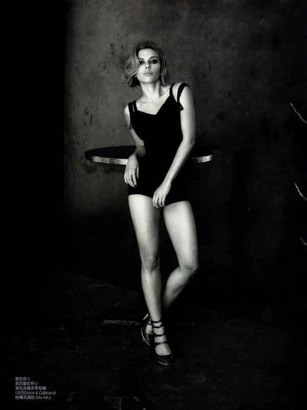 Scarlett Johansson for Vogue ( April 2011 )