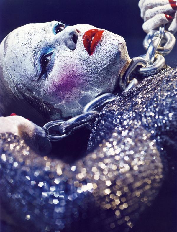 Lara Stone for Vogue Paris ( October 2009 )