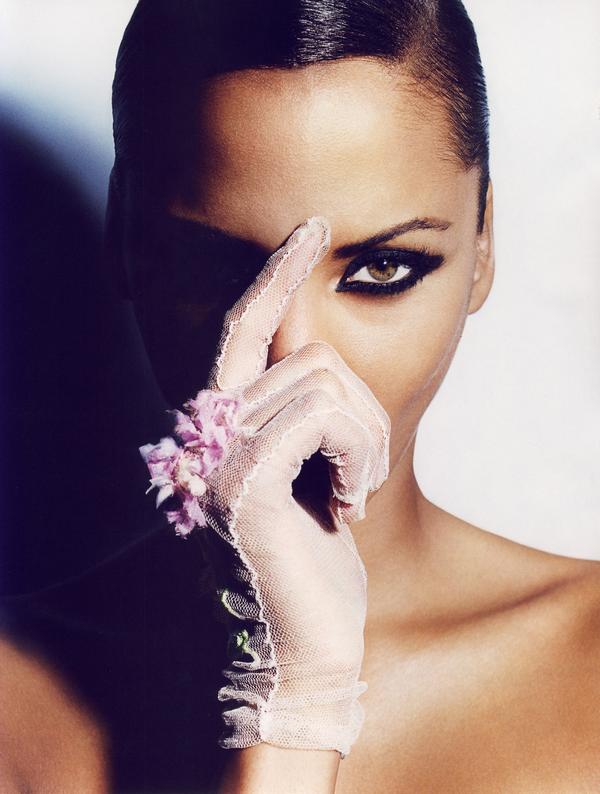 Noemie Lenoir & Laëtitia Casta for Vogue Paris ( June 2008 )