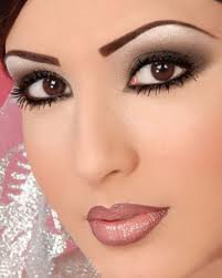Coiffure et maquillage  conseils pour votre visage rond