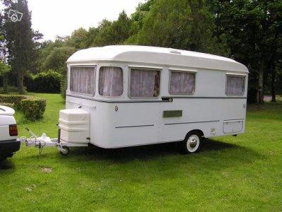 val de loire plus ancienne caravane ode la caravane. Black Bedroom Furniture Sets. Home Design Ideas